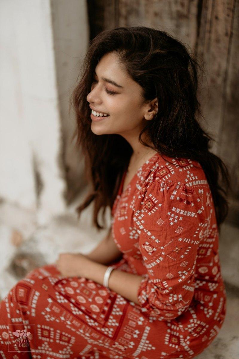 Actress-Dushara-Vijayan-6