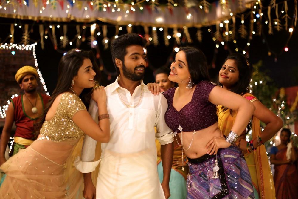 100% Kaadhal Movie Stills